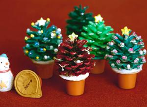 スジャータと松ぼっくりのクリスマスツリー