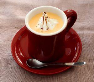 ホイップ&ココアパウダー入りコーンスープ