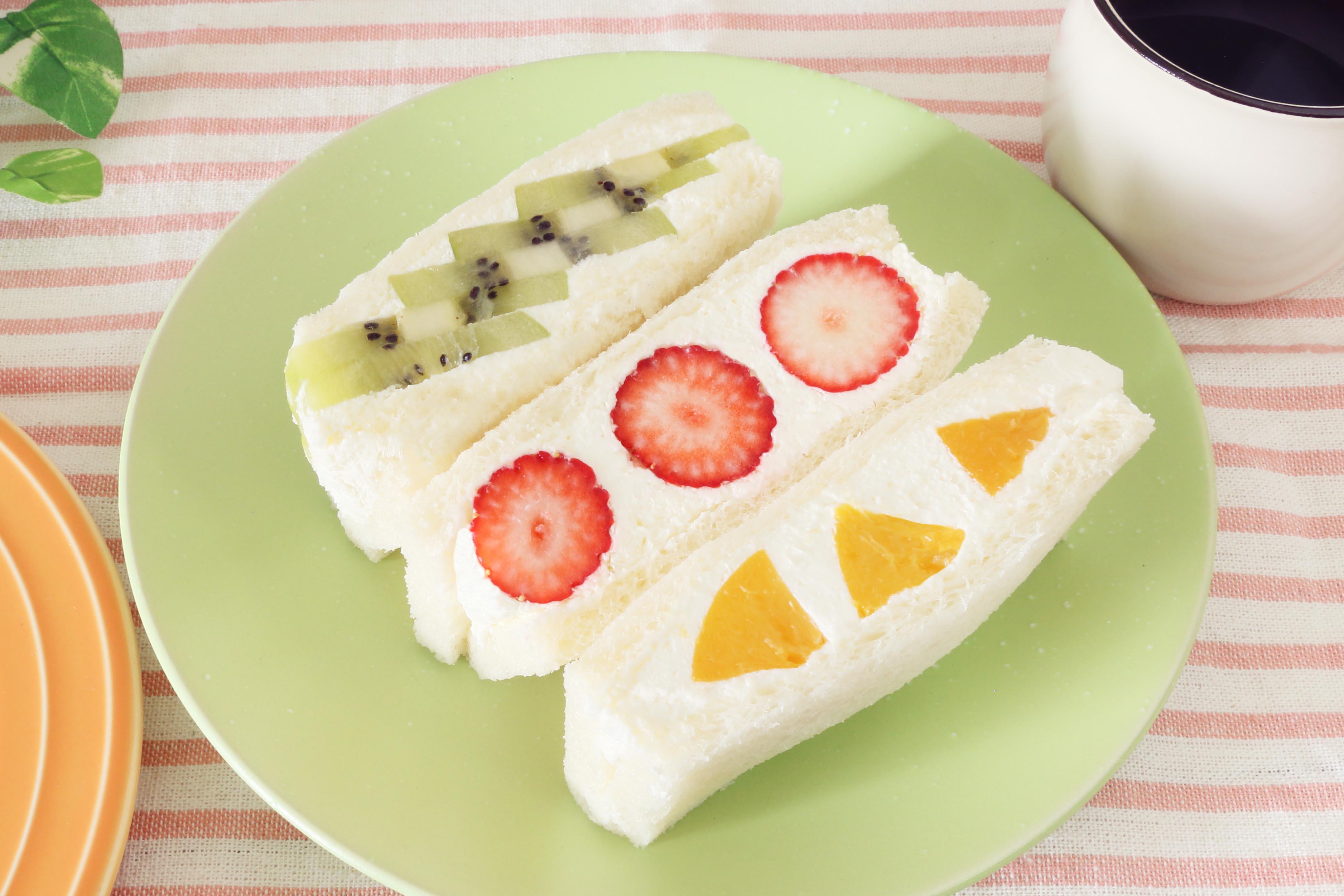 フルーツサンド いちご・キウイ・黄桃